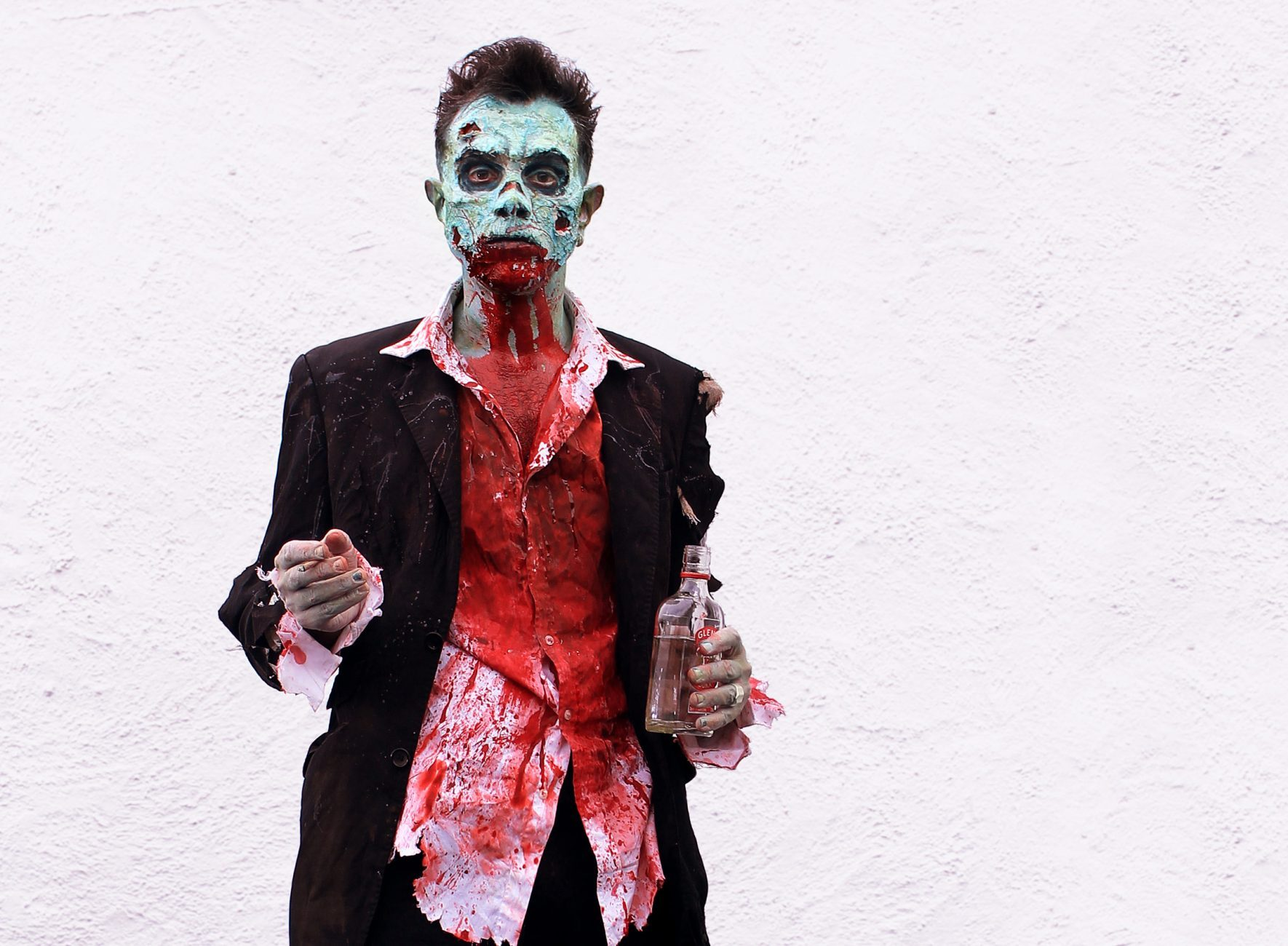 Daniel Roch as a zombie at Brakes film photoshoot ©whatisbobo